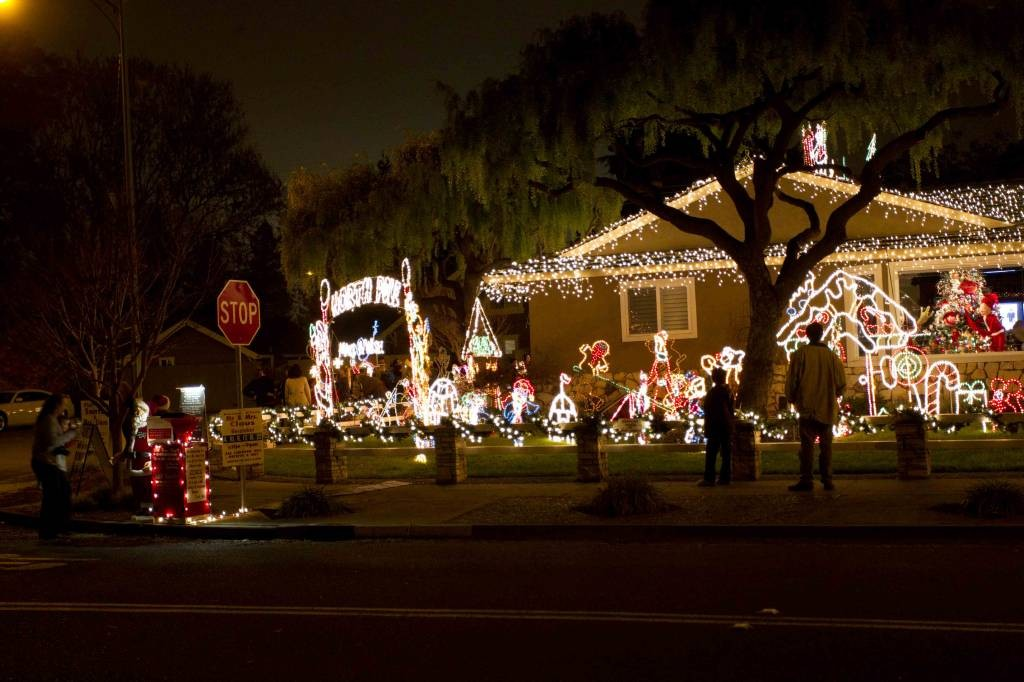 Photo 1, Photo 2 ... - Christmas Lights / Holiday Display At 1851 Cherry Ave, San Jose CA